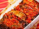 Рецепта Печени патладжани на фурна по италиански с червени чушки (пиперки), домати, чесън и босилек